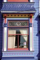O uso de várias cores com tons de joalharia caiu em desuso no início do século 20.