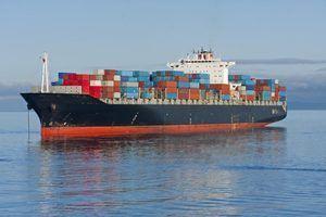 Vantagens e desvantagens do transporte marítimo regular