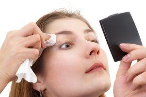 Os efeitos adversos do removedor de maquiagem dos olhos do óleo mineral