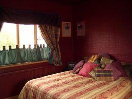A cama é a peça principal de mobiliário para o quarto.