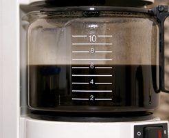 Melhores maneiras de limpar um pote de café