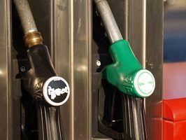 Melhorar a economia de combustível envolve principalmente a manutenção de rotina e ajustes padrões de condução.