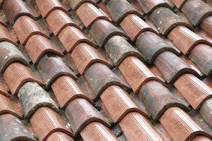 telhas de barro vão bem com estilos de construção do sudoeste, italiana e mediterrânica.
