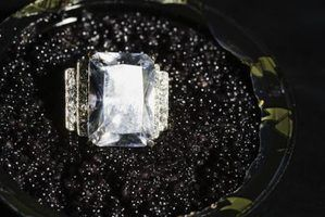Diamantes que têm uma cor leitosa