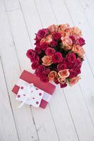 Diferentes estilos de arranjos de flores ocidentais
