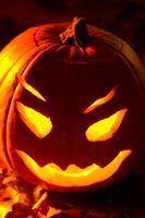 Adereços de bricolage e projetos para um dia das bruxas assustador & circo assustador