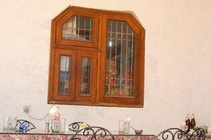Soluções fáceis para a remoção de camadas de tinta velha de um peitoril da janela