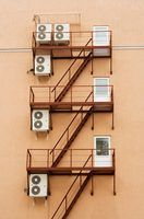 As leis de associação do condomínio florida cerca de ar condicionado