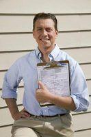 Foster inspectores da casa usar uma lista de verificação para certificar-se de lares adotivos são seguros para crianças adotivas.