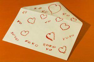 Coisas engraçadas a escrever em um cartão do dia dos namorados