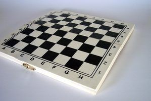 Use jogos de tabuleiro para ensinar o plano de salvação.