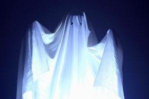 Decorações de halloween feitos com bastões luminosos