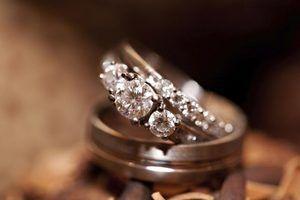 Como faço para encontrar o custo de substituição de jóias que foi roubado para o seguro?