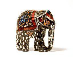 Como faço para identificar uma estatueta de cerâmica?
