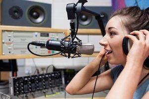Quanto é que um dj para uma estação de rádio fazer?