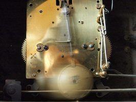 Como ajustar um escapamento relógio de pêndulo