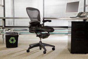 Como ajustar a inclinação em uma cadeira de escritório