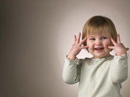Como cuidar de uma menina de 2 anos de idade