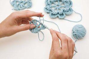 Como crochet fio ao redor de uma pedra
