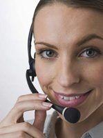 Use um microfone e fone de ouvido para ter uma conversa com qualquer pessoa ao redor do mundo.