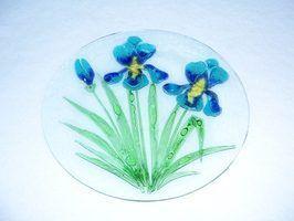 Como furar pequenos buracos nas placas de vidro