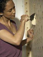 Como corrigir paredes danificadas pelo papel de parede