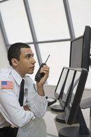 Um gerente agecy segurança cuida de sua segurança empregados.