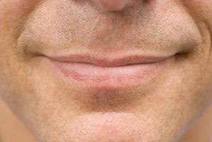 Como chegar lábios macios para homens