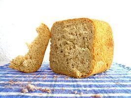 Como obter a pá para fora do pão cozido em uma máquina de fazer pão Sunbeam