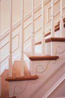 Como instalar moldagem de paredes em escadas