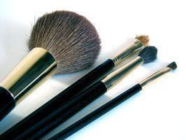 Como matar bactérias em escovas de cosméticos infectados