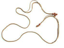 Como fazer um cordão de couro trançado