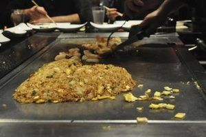Como fazer arroz frito como a versão de uma churrascaria japonesa