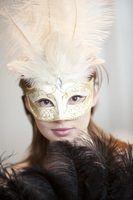 Como fazer máscaras de papel machê em seu rosto
