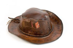 Como fazer forros de chapéus ocidentais