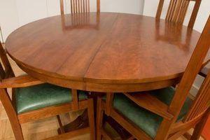 Como polir e envernizar uma mesa depois de lixar