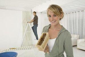 Como remover papel de parede colar secas fora de uma superfície wallpapered