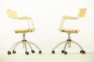 Como rasgar rodízios de cadeira de mesa