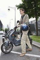 Como testar o motor de arranque em uma scooter