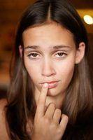 Como tratar um lábio queimado de depilação
