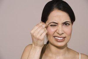 Como depilar as sobrancelhas sem dor