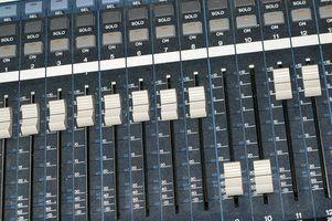Uma cobra etapa liga um misturador remoto para entradas e saídas no palco.