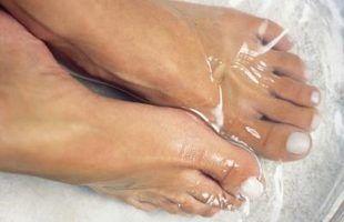 Como usar maquiagem para cobrir os calos dos pés