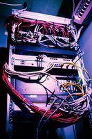 endereços IP secundários e HSRP fornecer redundância sem cabos extras.