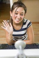 Use sua webcam para vídeo chat com os amigos.