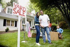 O anúncio certo atrai compradores para assistir a sua venda de garagem.