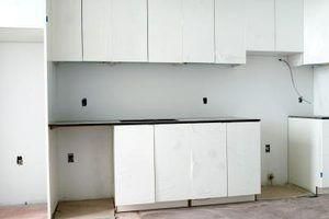 Ideias sobre como reface armários de cozinha com papel de parede