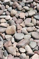 Idéias para a paisagem com pedras de rio ao lado de uma calçada