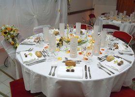 Idéias baratas para mesas de recepção de casamento