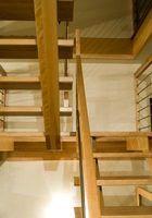 Idéias de design de interiores para pequeno hall de desembarque escadas